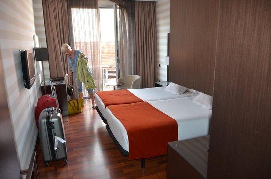 Hotel Zenit Pamplona: Trevligt rum