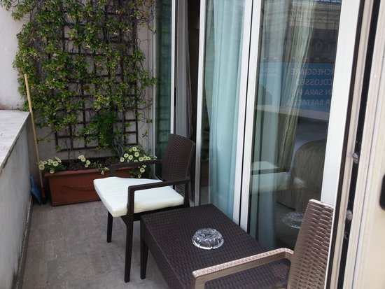 Barocco Hotel: Lovely little balcony/seating area