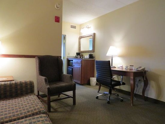 Country Inn & Suites By Carlson, Newark Airport: Room  View #2