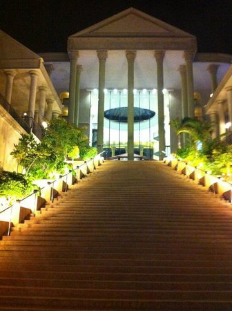 Bahia Princess Hotel: Steps at night