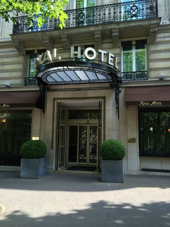 Royal Hotel Paris Champs Elysees: Hoteleingang
