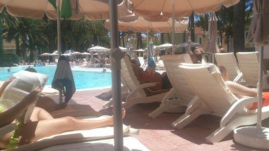 Hotel Riu Palmeras / Bung Riu Palmitos: Leżaki na basenie