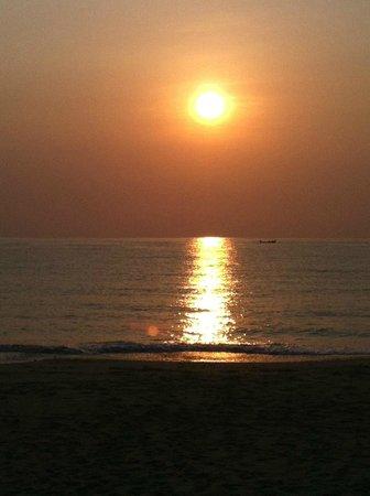 Aava Resort & Spa: Sunrise at Aava