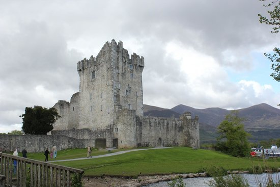Algret House Bed and Breakfast: Ross Castle