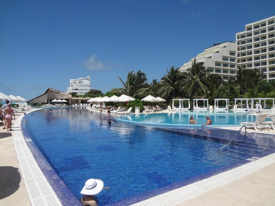 Live Aqua Beach Resort Cancun: Main Pool