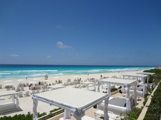 Live Aqua Beach Resort Cancun: Beach View from the Pool Area