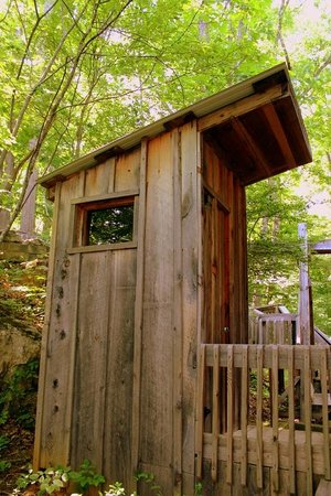 Nolichuckey Bluffs Bed and Breakfast: Cabin Outhouse(full plumbing)