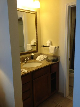 Residence Inn Abilene: Sink / dressing area in bathroom