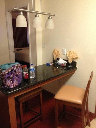 Residence Inn Abilene: Bar area for eating in room