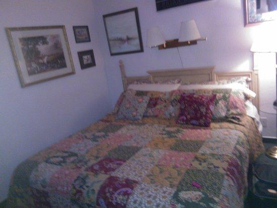 Columbine Inn: The Big Bed