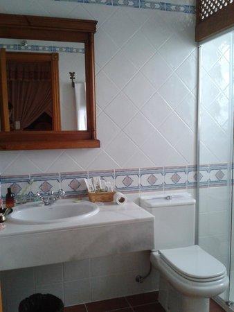 Hotel Nava Real: Baño