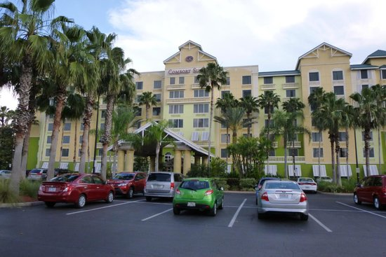Comfort Suites Maingate East: Hotel entrance