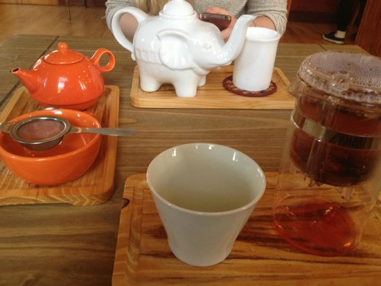 Tea Sutra Teahouse: tea with friends