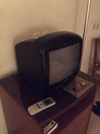 Four Seasons Hotel: im sure this tv was ine i dumped 20 years ago!