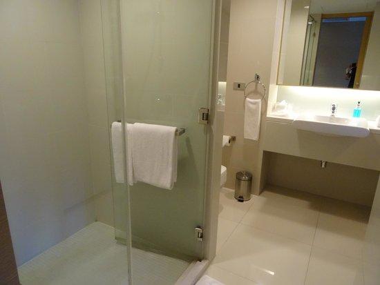 GLOW Pratunam: Nice bathroom