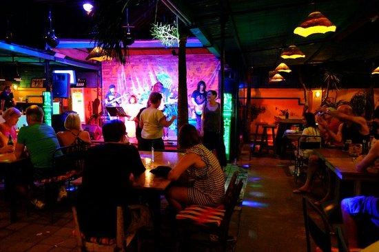Casablanca Dine Drink Dance: 皆、ノリノリで飛び入り参加!