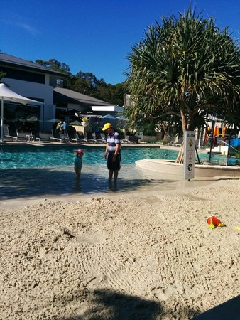 RACV Noosa Resort : Great beach pool. Very good idea well done.