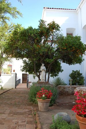 Mission San Luis Rey Retreat : Beautiful Gardens
