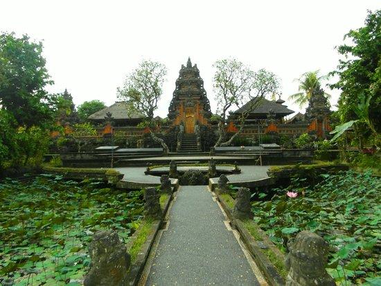 Alam Puisi Villa : Pura Taman Saraswati Ubud