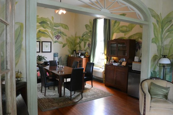 Auld Sweet Olive Bed and Breakfast : living room
