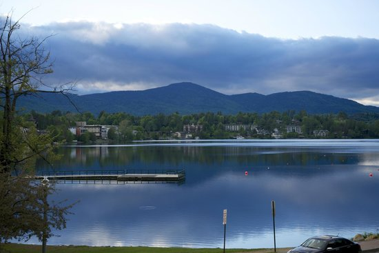 Hampton Inn & Suites Lake Placid: Evening over Mirror Lake