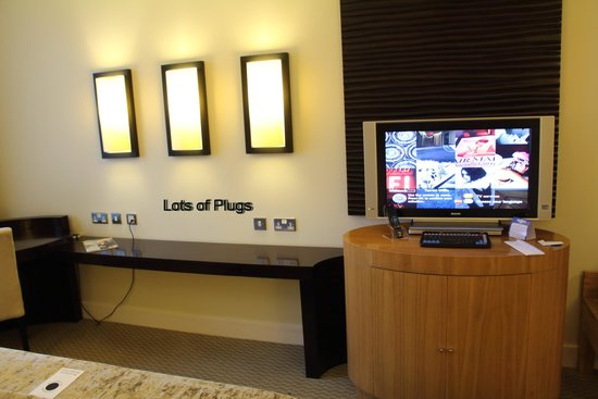 Cork International Hotel: TV and electrical