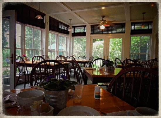 Buttermilk Falls Inn & Spa : Breakfast room
