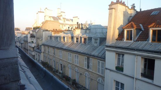 Bvj Paris Louvre: view from the bathroom 5th floor