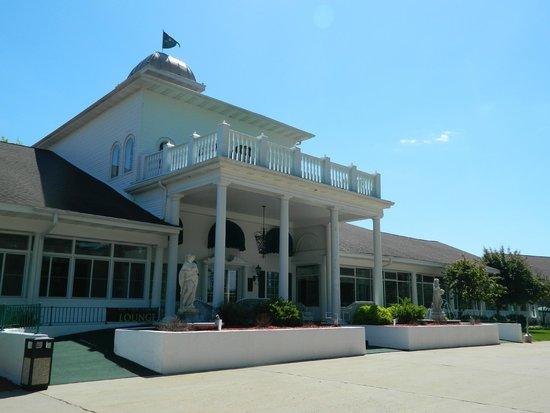 The Four Seasons Island Resort: Hotel