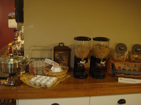 Black Mountain Inn : Cereal,Granola and Oatmeal!