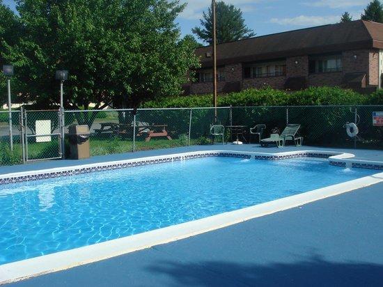 Black Mountain Inn: Pool