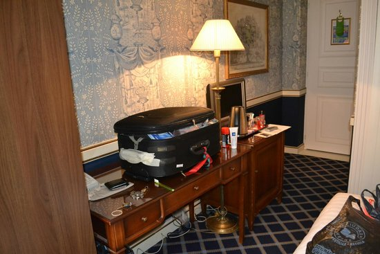 Carlton Lausanne Boutique Hotel: no habìa lugara para colocar las maletas
