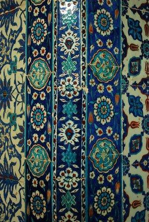 Mezquita de Rüstem Paşa: A riot of pattern