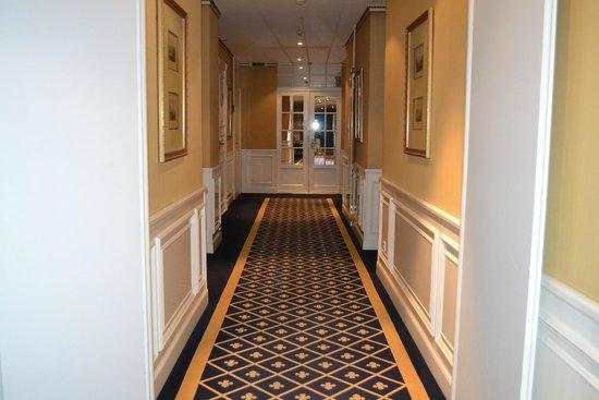 Carlton Lausanne Boutique Hotel: lindos  pasillo