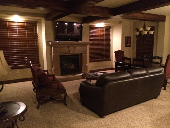 Hyatt Centric Park City: living area with Fireplace and room to relax..