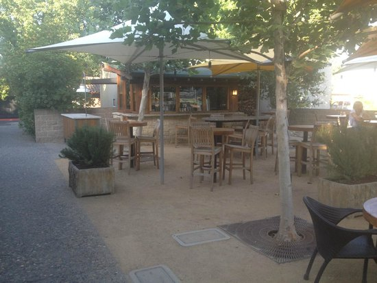 Rutherford Grill: Outdoor wine bar