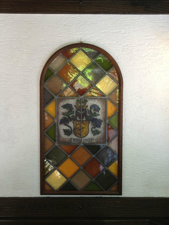 Weingut Karl Heidrich: Stained glass at the entrance