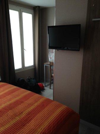 Hotel des Pavillons: room