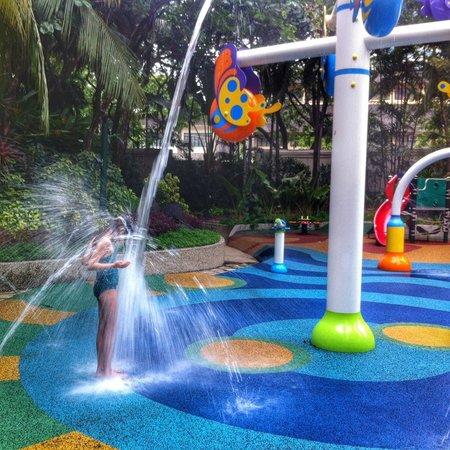 Edsa Shangri-La: Splash pad in pool area