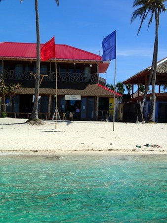Fish Buddies Dive Shop : Our shop frontage, right on the beach!
