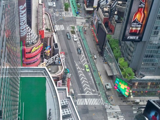 W New York - Times Square: Zoomed view from 52nd floor room