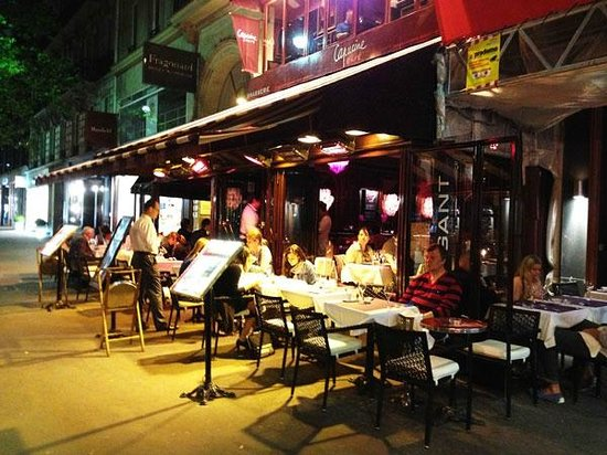 Le Grand Cafe Capucines: Cafe outdoor seating