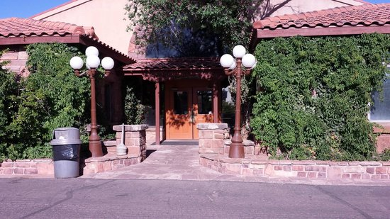 Cameron Trading Post Grand Canyon Hotel : Entrance to Gift Shop and Restaurant