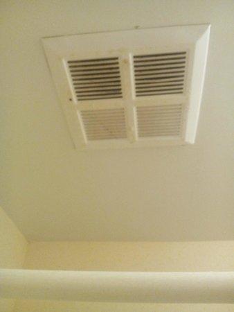Baymont Inn & Suites Grenada: dirty vents