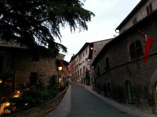 Hotel Berti: Rua lateral ao hotel