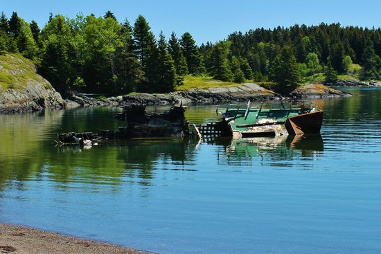 Chocolate Cove: Look for the ship wreck