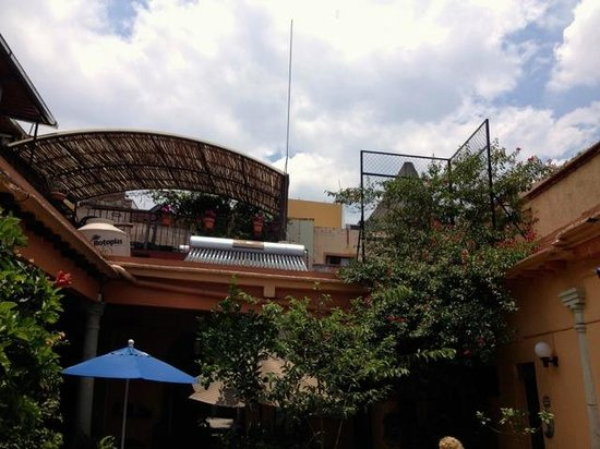 Hotel Posada del Centro: Nice center courtyard that is open to the outside!