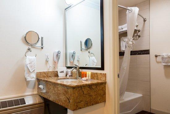 Park Vue Inn : Bath Vanity