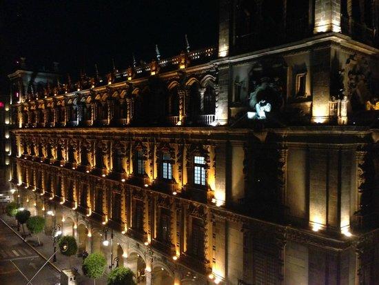 Gran Hotel Ciudad de Mexico: Night View of City Hall from my room
