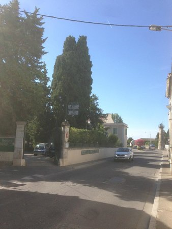 Hotel le Chalet Fleuri : entrance to hotel